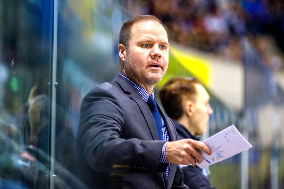 Eislöwen-Coach Bradley Gratton kennt kein Pardon.