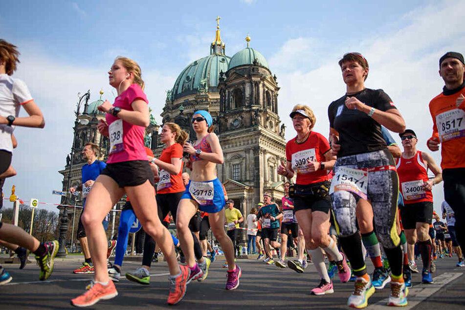 Rund 34.000 Läufer starteten im Jahr 2017 beim Halbmarathon in Berlin. (Symbolbild)