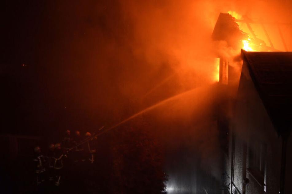 Auch Nachbarhäuser wurden durch die Flammen beschädigt.