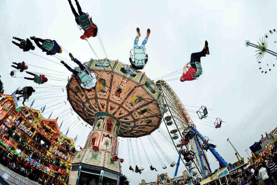 Auf verschiedensten Karussels können sich die Leipziger ab Freitag dem Adrnalin-Rausch hingeben.