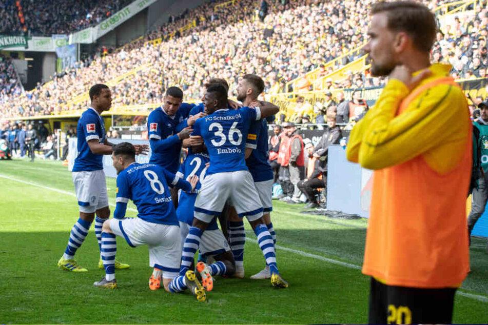 Marcel Schmelzer war in der vergangen Saison bereits häufiger zum Zuschauen verdammt. Doch sein Wechsel ins Ausland ließ der Verein nicht zu.