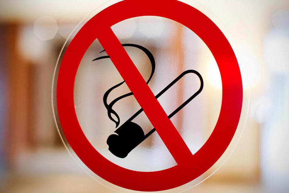 Rauchen ab sofort nur draußen. In allen Gaststätten in den Niederlanden ist nun striktes Rauchverbot.
