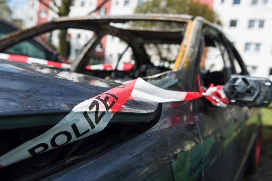 Immer wieder wurden 2016 Autos von politischen Gegnern angezündet.