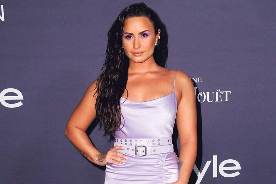 Demi Lovato (26) wurde nach einer Überdosis bewusstlos in ihrem Bett gefunden. Ein Freund musste sie sogar wiederbeleben.