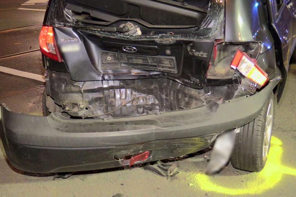 Der Hyundai wurde bei dem Unfall stark beschädigt.