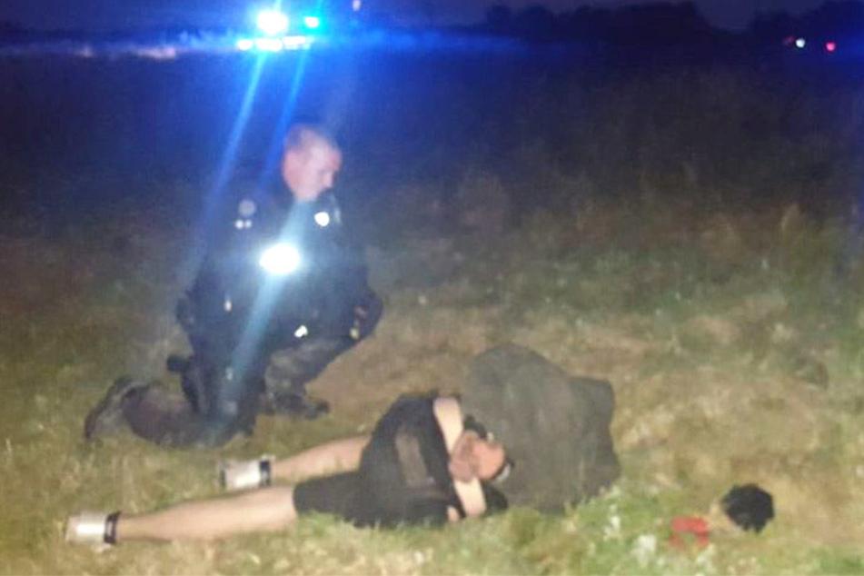 Einer der von der Polizei festgenommenen Verdächtigen.