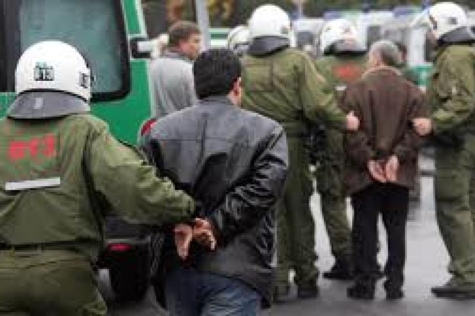Die Polizei hatte laut eigenen Angaben große Schwierigkeiten, die Lage unter Kontrolle zu bekommen. (Symbolbild)