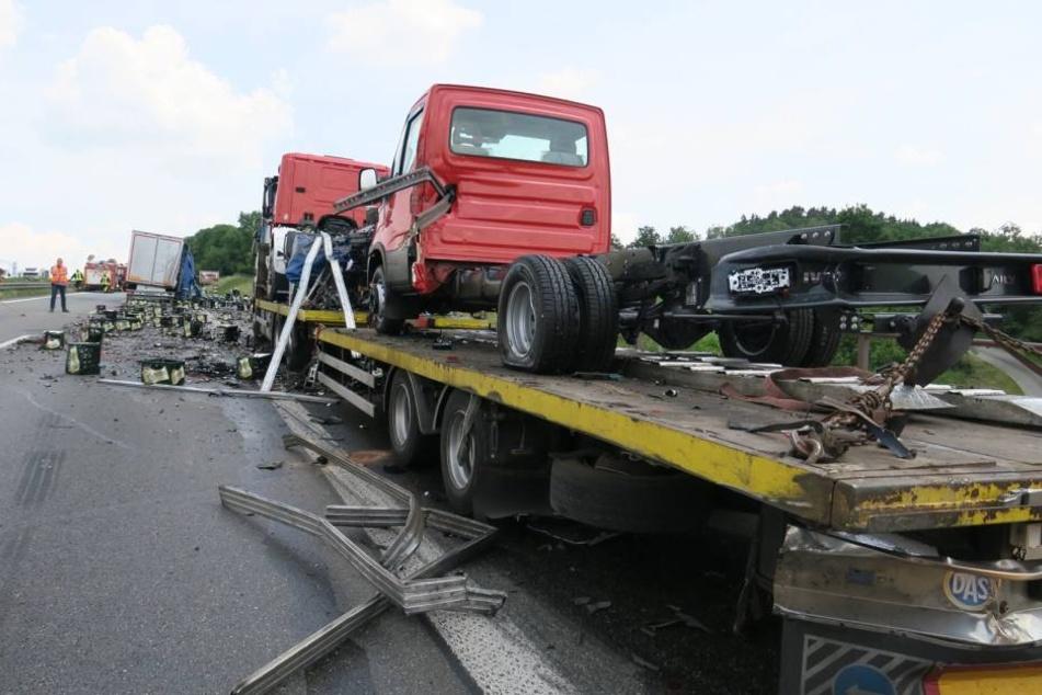 Der Lkw streifte auf einen Pannen-Laster.