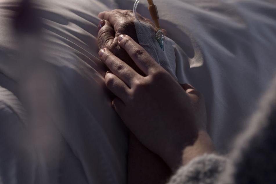 Zehn Tage nach ihrem schweren Sturz starb die Rentnerin im Krankenhaus (Symbolbild).