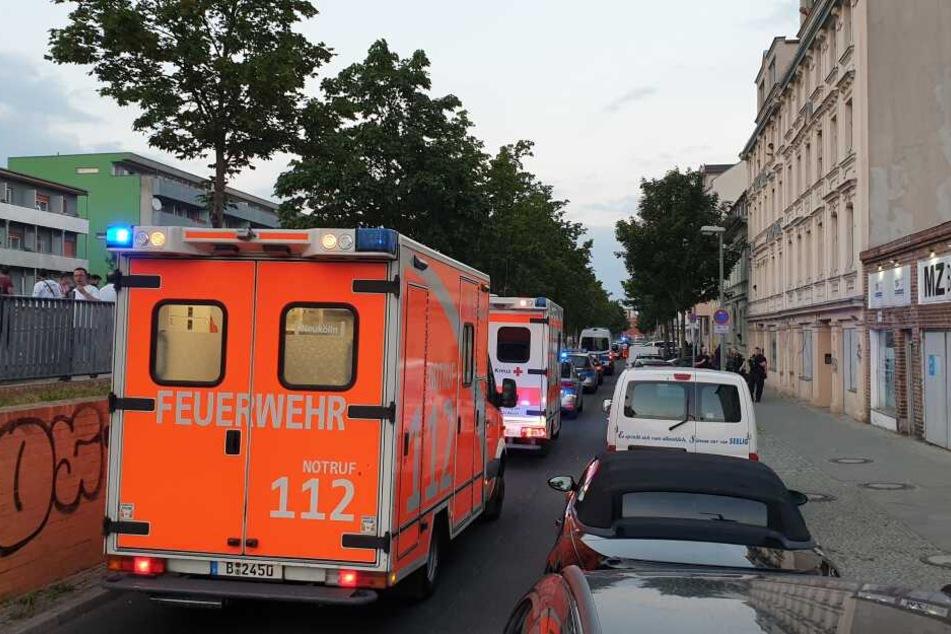 In Berlin-Neukölln sollen am Freitagabend mindestens 20 Menschen aneinandergeraten sein.
