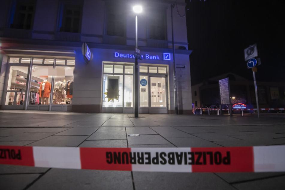 Das Ziel der Täter war ein Geldautomat einer Filiale der Deutschen Bank in Bad Homburg.
