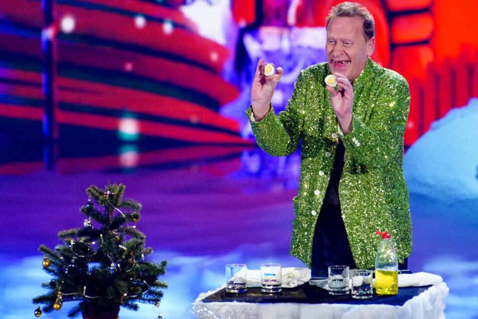Stevie Starr präsentiert der verblüffenden Jury das perfekte Frühstücks-Ei.