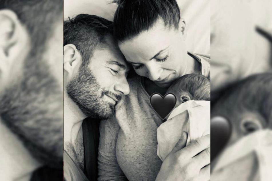 Musiker Sasha postete kurz nach Geburt ein Foto von sich mit Mutter Julia und Sohnemann Otto Carl Leonard.