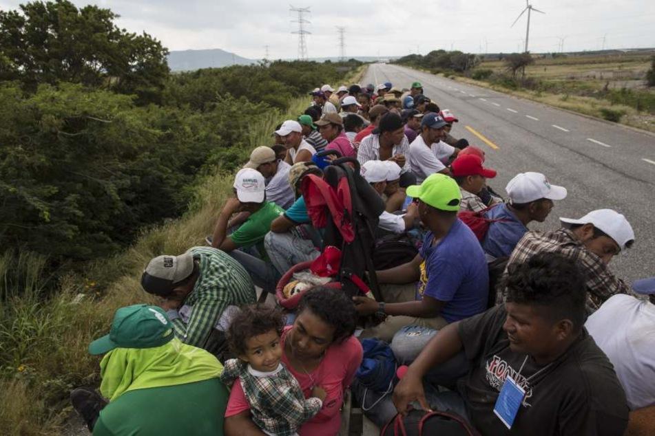 Derzeit sind bis zu 7000 Menschen aus Mittelamerika in mehreren Gruppen auf dem Weg durch Mexiko in Richtung der US-Grenze.