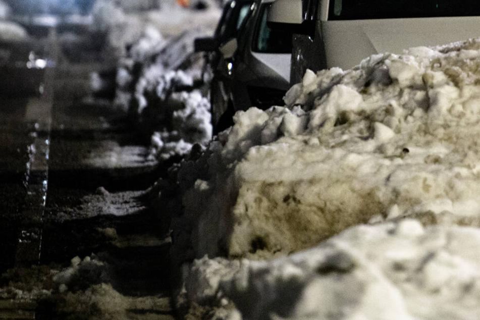 Er wollte nicht halten: Mann rast der Polizei davon und landet im Schneehaufen