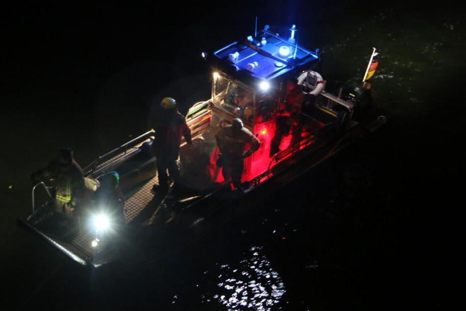 Dramatische Vermisstensuche nach Bootsunfall auf der Spree: Vater und Sohn (5) verletzt
