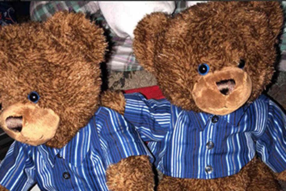 Die Teddys riechen wie ihr Vater, tragen ein Hemd wie er und können mit seiner Stimme singen.