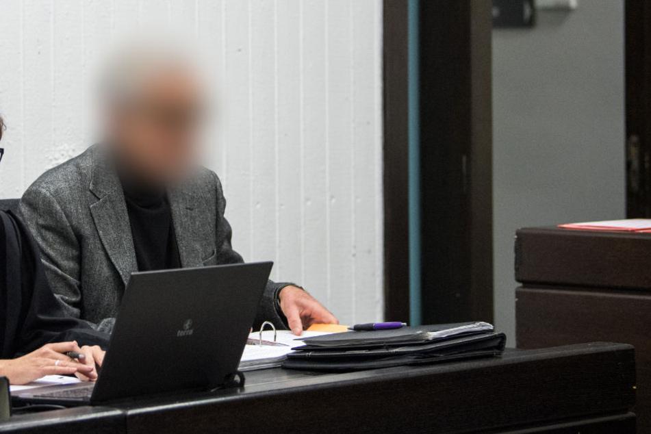 Der Angeklagte vor Gericht.