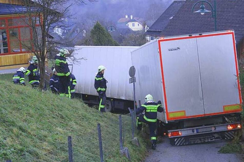 In den engen Gassen von Bad Aussee war für den Brummi-Fahrer kein Durchkommen.