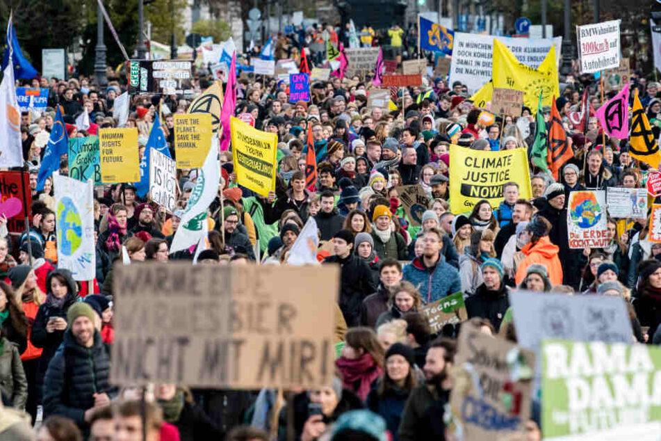 """Fridays for Future: """"Klimanotstand"""" ruft Tausende auf die Straßen"""