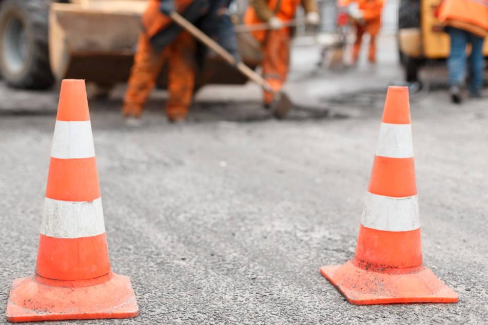 Autofahrer müssen wegen diverser Baustellen mit Staus rechnen. (Symbolbild)
