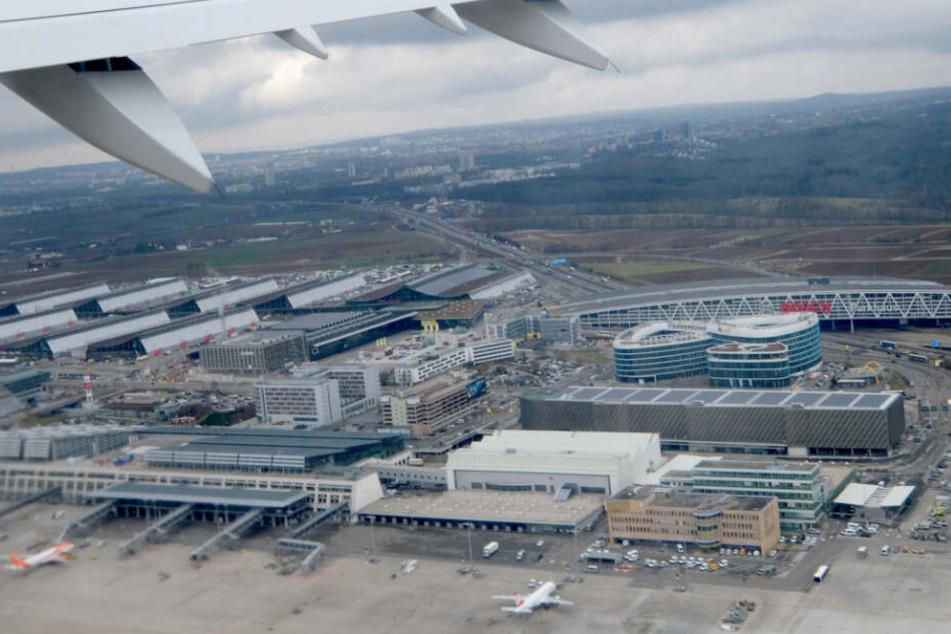 Der Stuttgarter Flughafen aus einem Flugzeug aufgenommen.