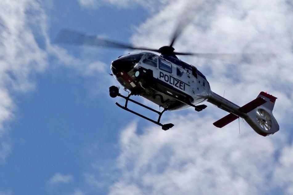 Auch ein Hubschrauber kam bei der Suchaktion zum Einsatz. (Symbolbild)