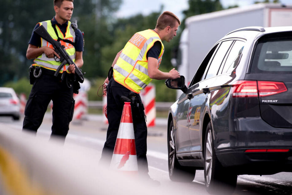 Bei Kontrollen und Schleierfahndungen wurden 2017 rund 7500 Menschen an deutschen Grenzen abgewiesen.