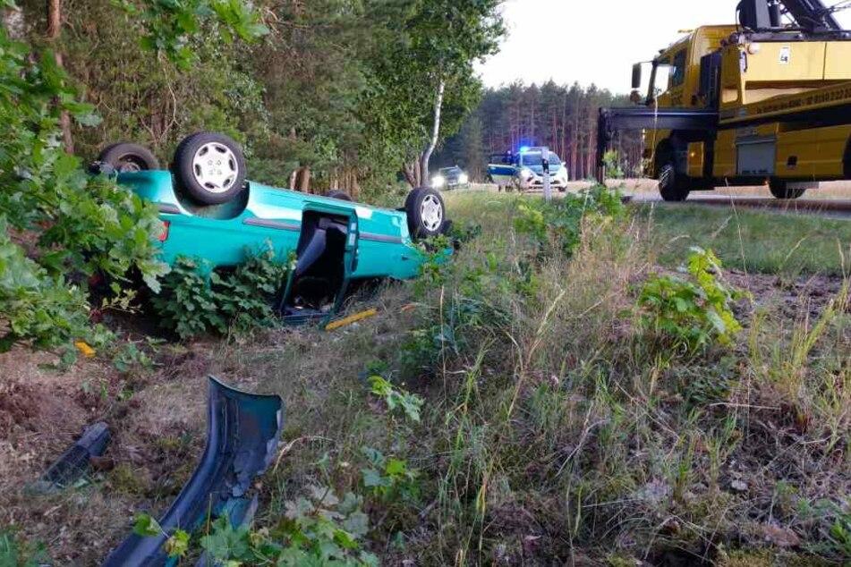 Ein Auto ist am Dienstagabend von der L94 in Brandenburg abgekommen und im Graben gelandet.