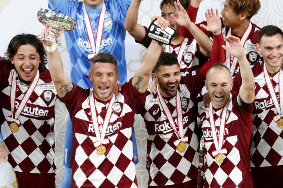 Zum Abschied seiner Karriere bei Vissel Kobe gewann Lukas Podolski mit dem Verein den Japanischen Kaiserpokal.