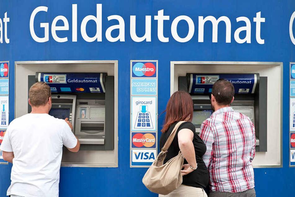 Teures Vergnügen am Geldautomaten.