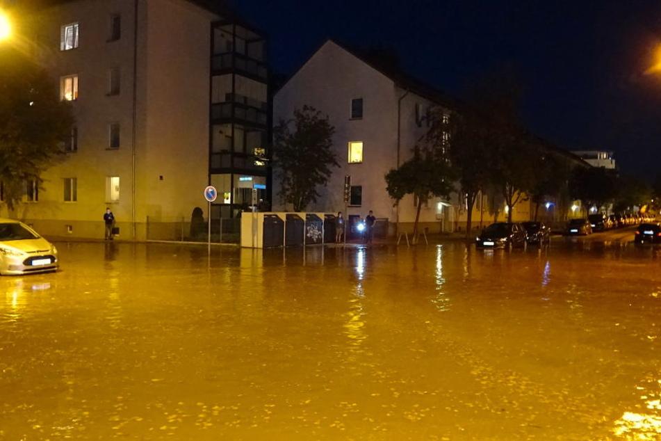 Bei einem Wasserrohrbruch in Magdeburg waren mehrere Straßen überflutet worden.
