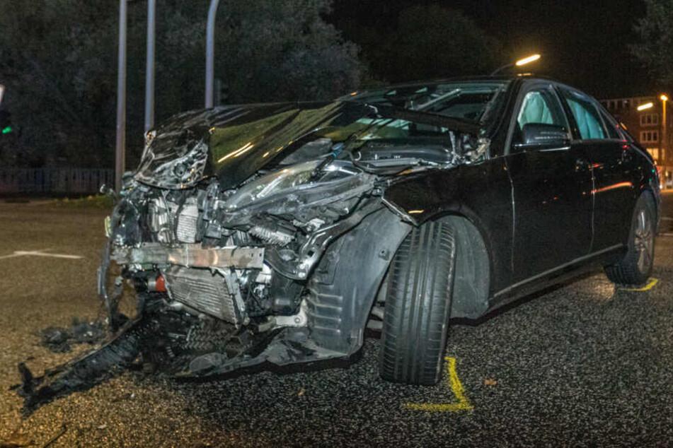 Auch an dem Mercedes entstand ein erheblicher Schaden.