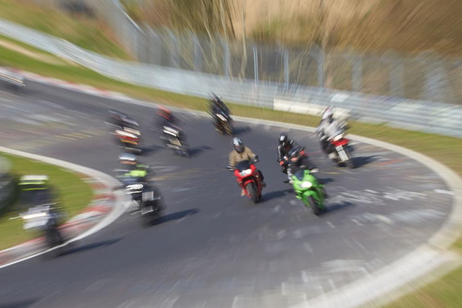 Der Biker (29) war offenbar bei einer Touristenfahrt zu schnell unterwegs und erlag seinen Verletzungen (Bild vom Saisonauftakt auf dem Nürburgring).
