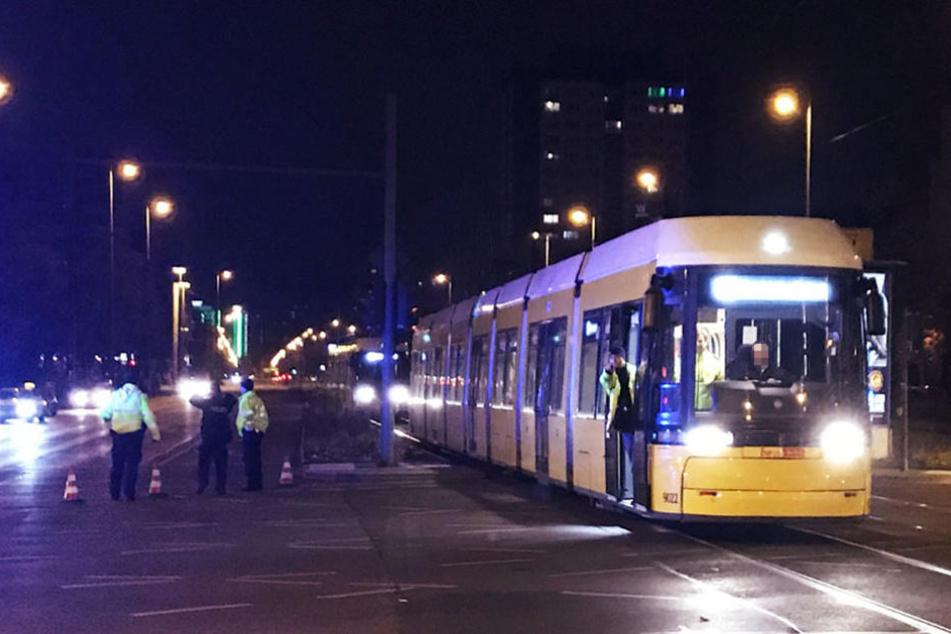 Die Polizei musste die Kreuzung für rund vier Stunden sperren.