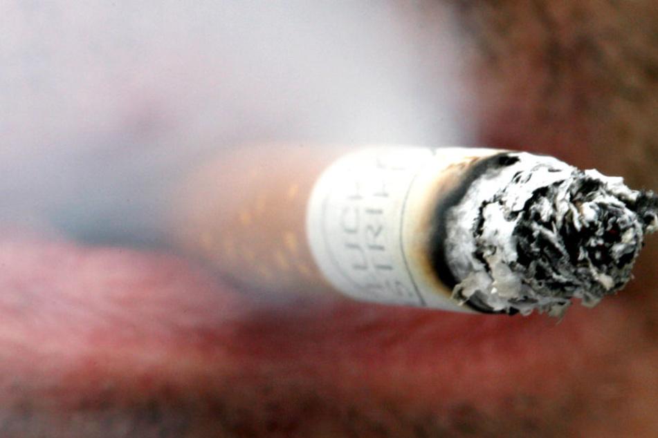 Ein Raucher hielt nicht viel von der Aufforderung des Gastes. (Symbolbild)