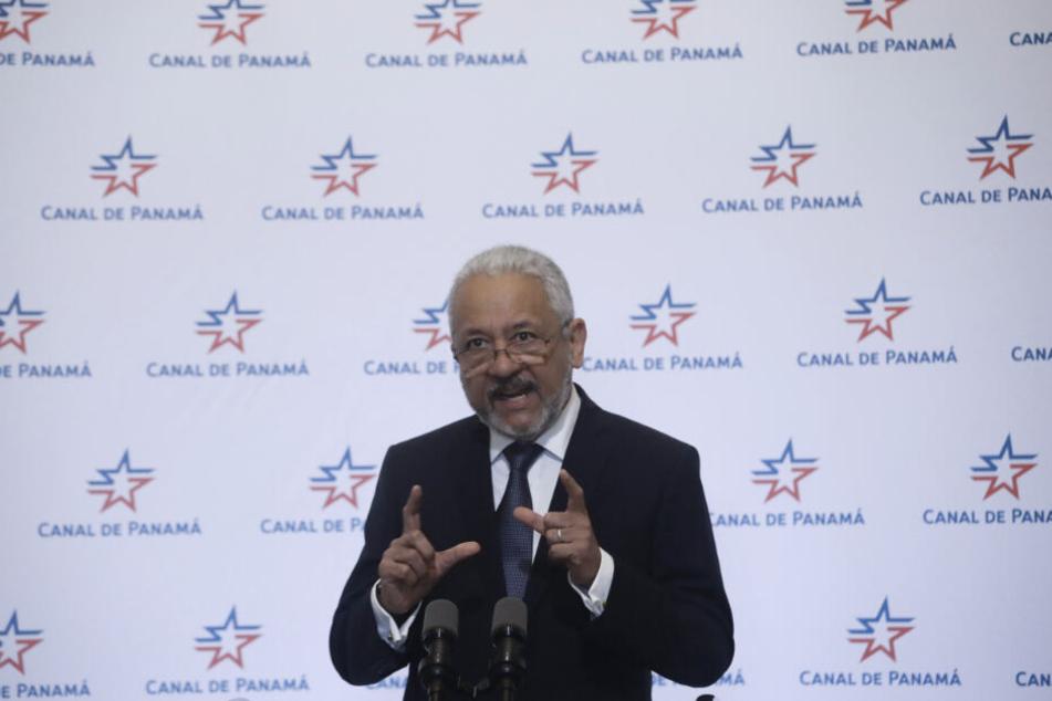 Verwaltungschef Ricaurte Vasquez kündigt eine neue Gebühr für die Nutzung von Süßwasser am Panamakanal an.