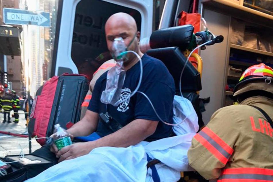 Ein Feuerwehrmann wurde bei den Löscharbeiten verletzt.