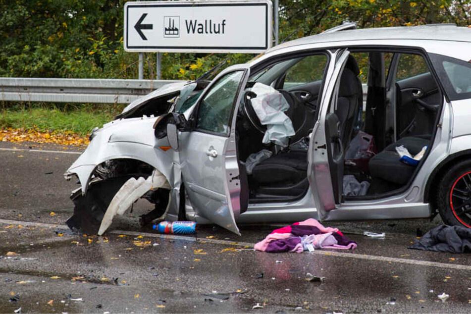 Der Ford Focus wurde bei dem Frontalzusammenstoß stark beschädigt.