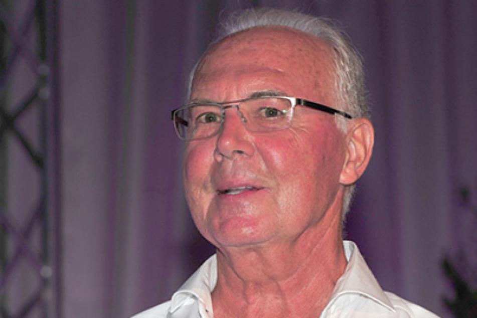Fußballlegende Franz Beckenbauer lächelt im Rahmen des 30. Kaiser Cup Golfturniers zugunsten der Franz Beckenbauer-Stiftung im Quellness Golf Resort Bad Griesbach.