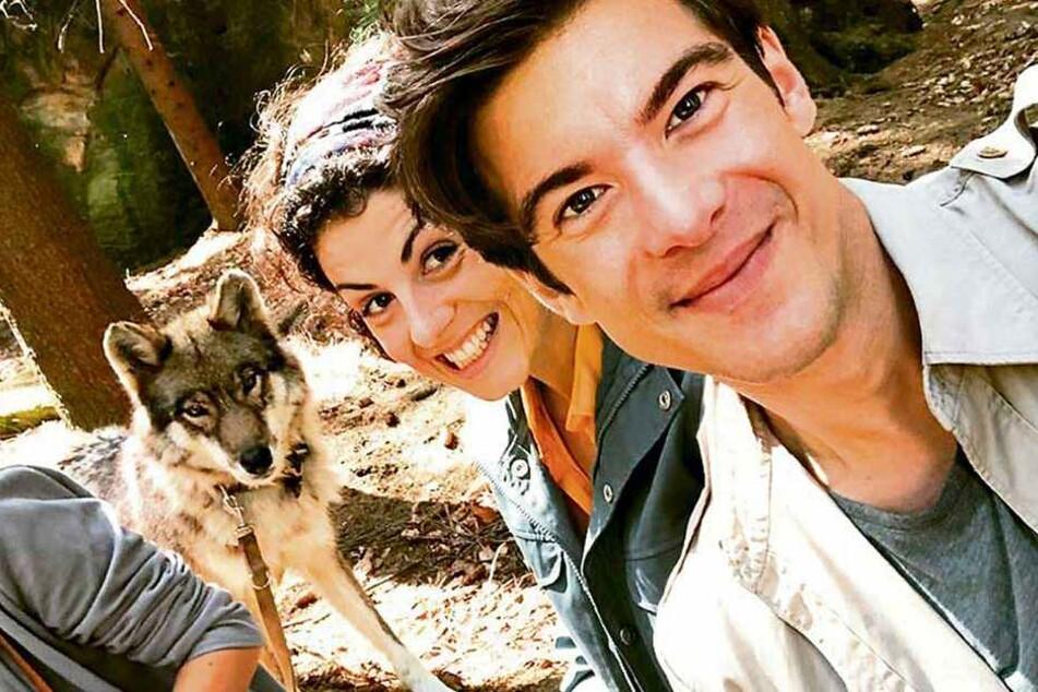 Liza Tzschirner (30) und Philipp Danne (33) freunden sich mit der Filmwölfin an.