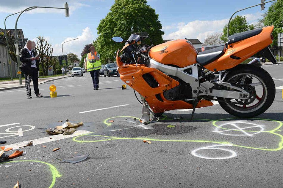 Biker nach Kreuzungscrash schwer verletzt