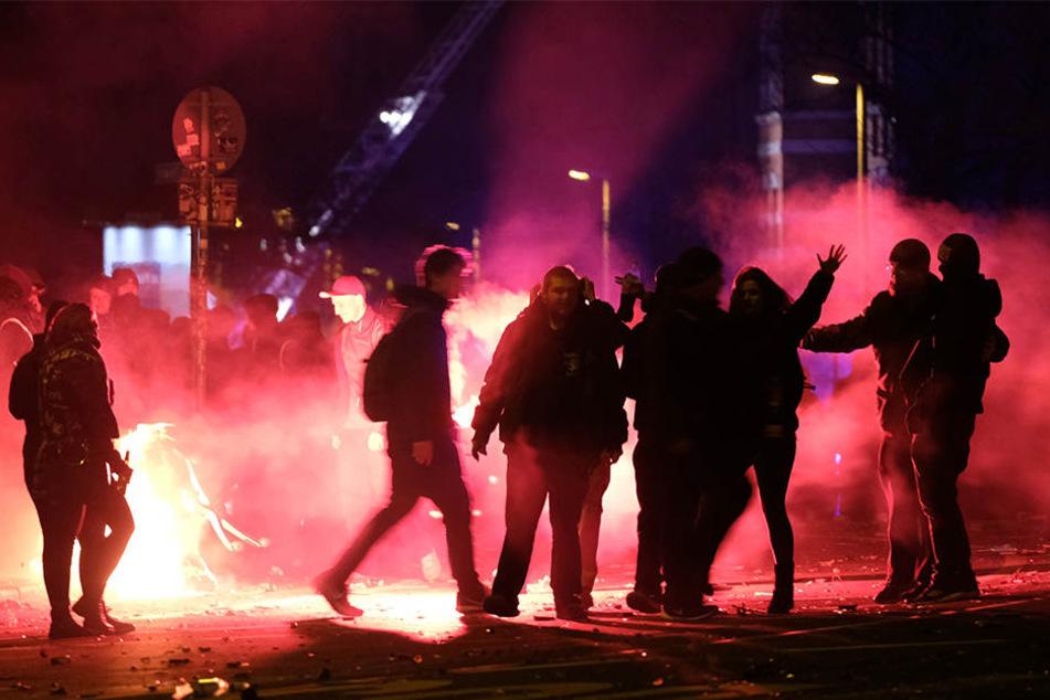 Ein Bild der letzten Silvesterrandale in Connewitz. Immer häufiger haben es Leipziger Polizisten mit Straßengewalt zu tun.