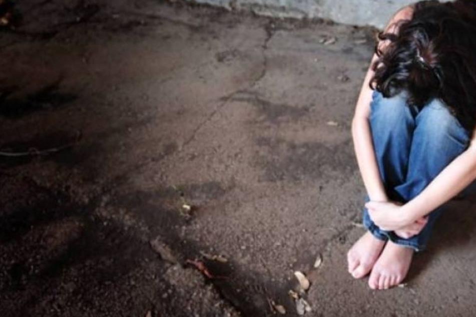 Die junge Frau wurde Opfer einer Sexualstraftat (Symbolbild).