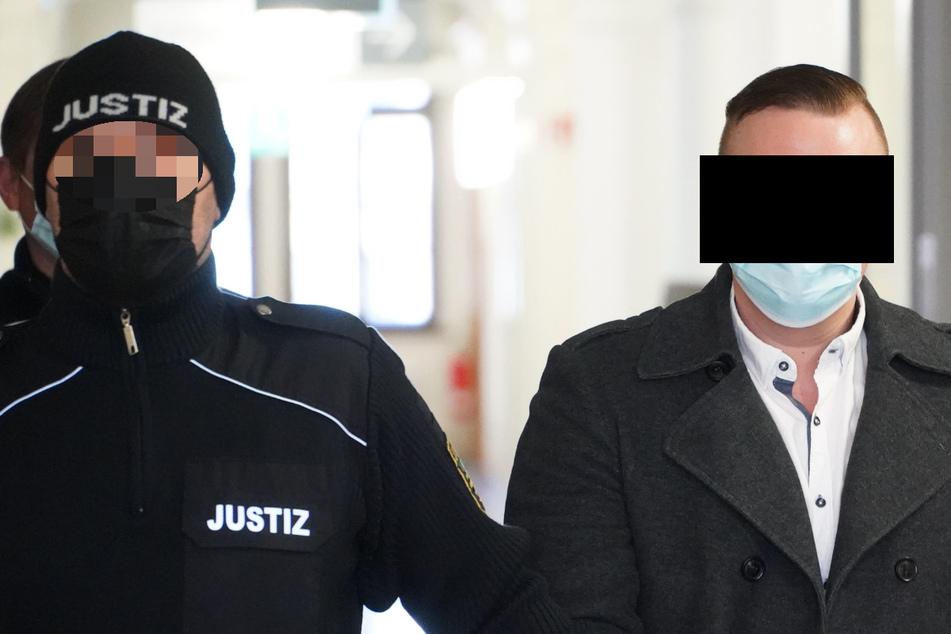 Angeblich nur Schaschlik-Messer: Mann saß bewaffnet im Drogen-Transporter