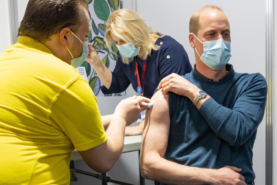 """Prinz William bekommt Corona-Impfung, aber alle achten nur auf seine """"Muckis"""""""