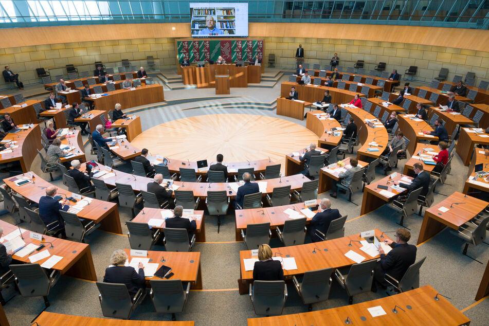 Ausstieg aus Corona-Verboten: Grüne fordern Debatte im NRW-Landtag