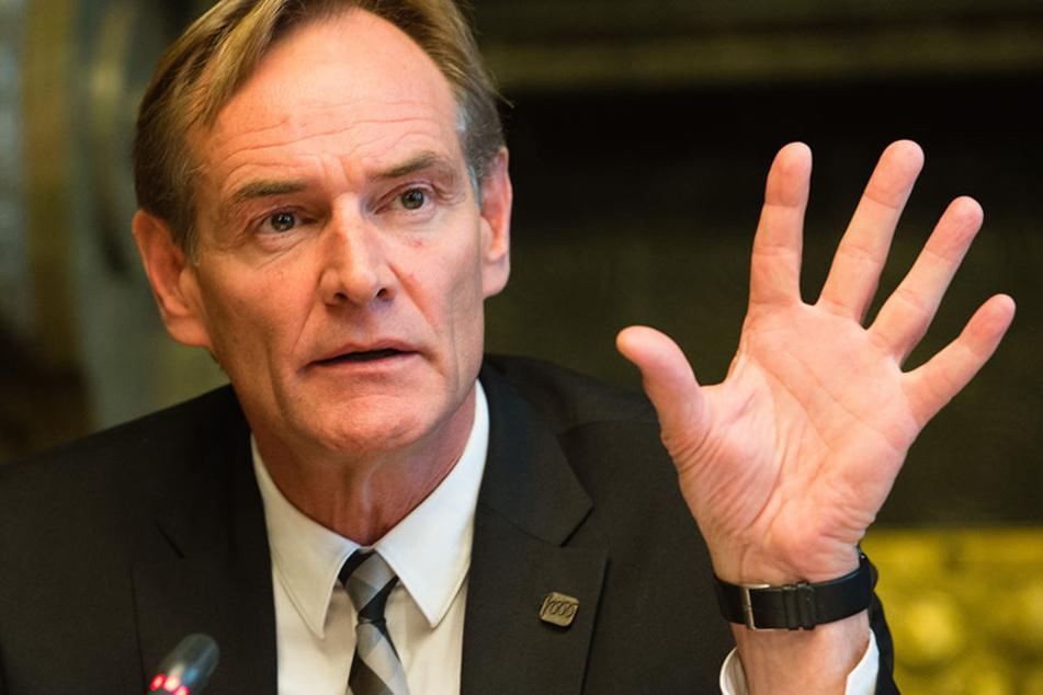Auch Oberbürgermeister Burkhard Jung (59, SPD) bemängelte das Aufgebot an Polizisten in Leipzig.
