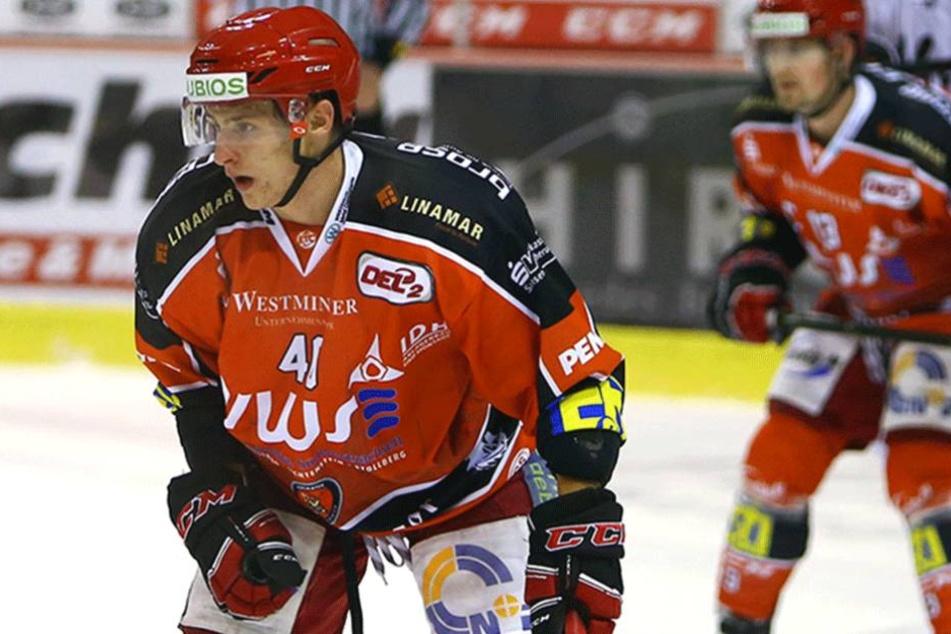 Philipp Halbauer (li.) von den Eispiraten.