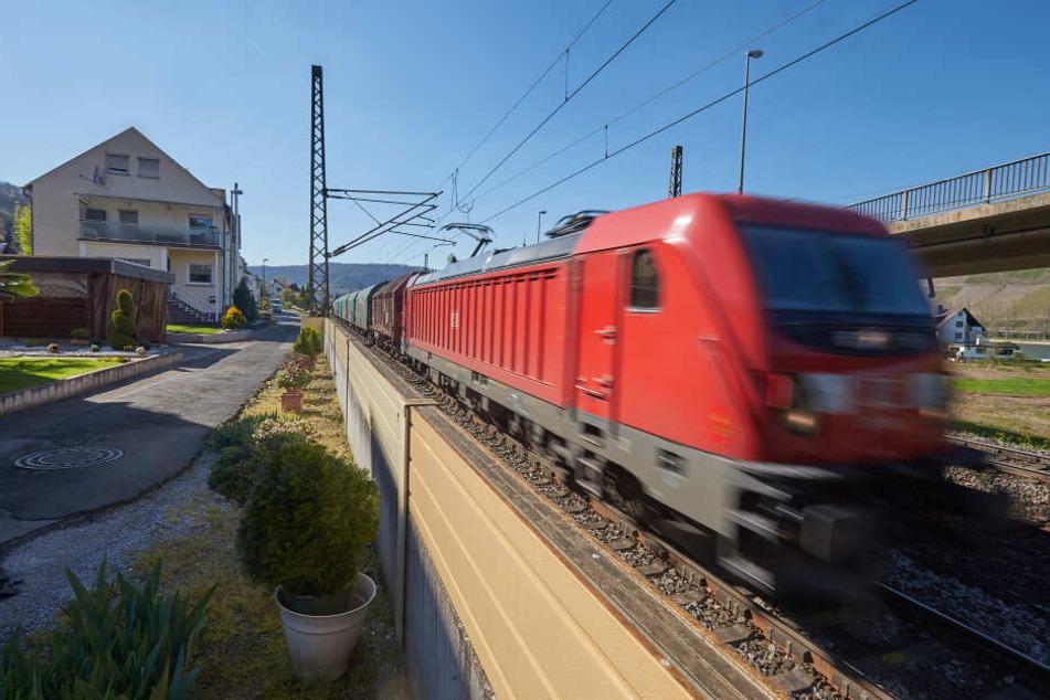 Mit dem Bummelzug: Lärmschutz-Ausbau an Bahnstrecken dauert zu lange